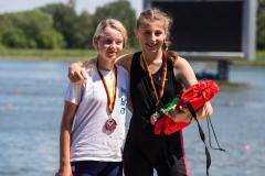 Emma Birke rechts 1.Platz Einer 14 Jahre